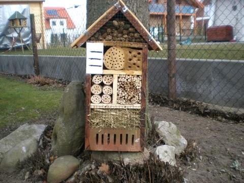 Das kleine Insektenhaus für Zuhause im Garten.